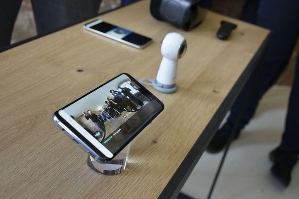 Puhelimen lisäksi myös 360-kamera sai päivityksen. Jatkossa Samsungin Gear-kameralla voi tehdä 360 asteen livelähetyksiä.