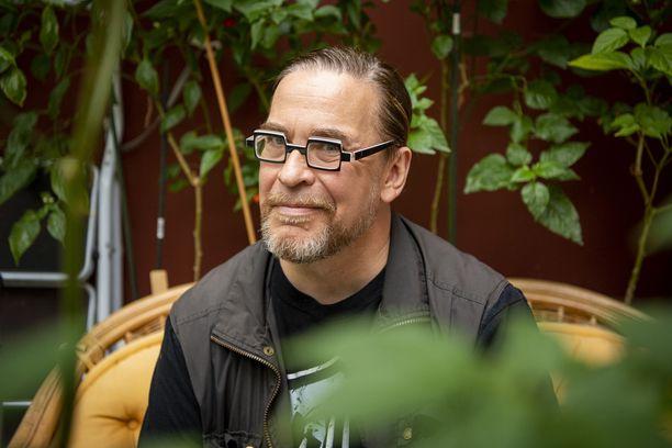 Vihreiden kansanedustaja Jyrki Kasvi on kirjoittanut blogiinsa joutumisestaan saattohoitoon ja saamistaan yhteydenotoista ilmoituksen myötä.