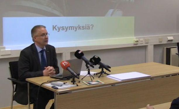 Tutkinnanjohtaja Ismo Aaltonen kertoi lentoturmasta tiedotustilaisuudessa perjantaina.
