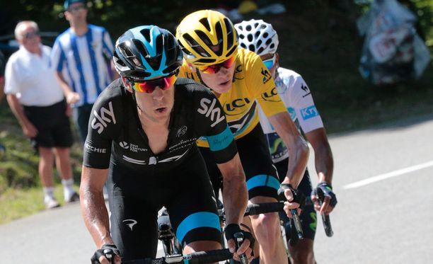 Richie Porte (vasemmalla) auttoi tallikaveriansa, keltaista liiviä hallitsevaa Christopher Froomea vauhdinpidossa Ranskan ympäriajon kymmenennellä etapilla.