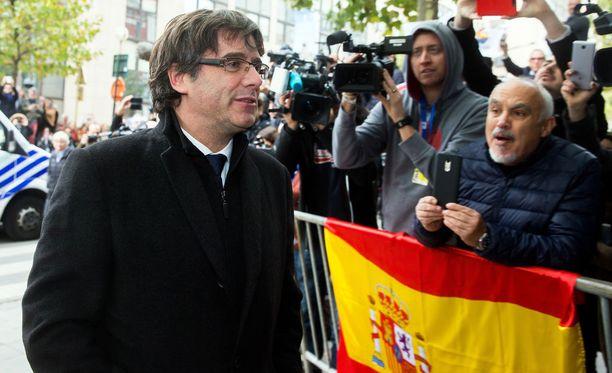 Carles Puigdemont saapui lehdistötilaisuuden Brysselissä 31.10.