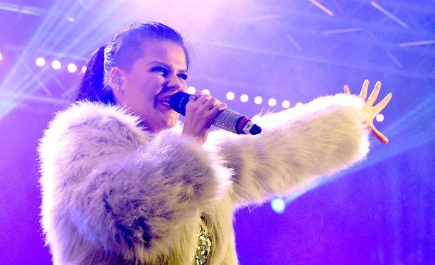 Saara Aalto, 30, on tunnettu suomalainen laulaja ja ääninäyttelijä.