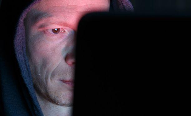 Raiskaajat yrittävät yhä enenevässä määrin hyödyntää sosiaalista mediaa, jotta he selviäisivät rikoksestaan ilman poliisitutkintaa tai rangaistusta.