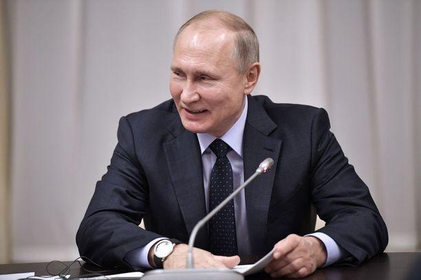 Vladimir Putin antoi maanpuolustustahtoa kohottavan asetuksen.