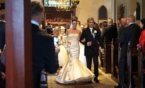 Laulaja Nuppu eli Jenni Seppälä ja Miikka Hirvonen menivät naimisiin lauantaina.