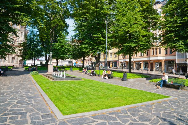 Kolmikulman puistoa kutsutaan kansan suussa myös Dianapuistoksi. Nimi tulee veistoksesta, joka on kuitenkin ristitty suomalaiseen mytologiaan kuuluvan metsänneidon mukaan Tellervoksi.