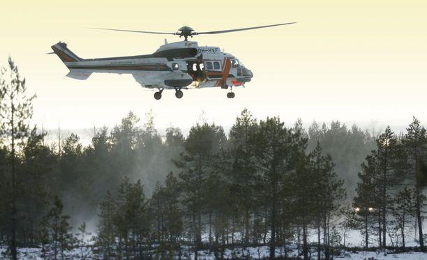 Miestä etsittiin Rajavartiolaitoksen Super Puma -helikopterilla. Kuva ei liity tapaukseen.