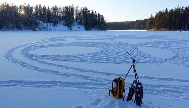 Viime talven tärkein työväline oli lumikengät.
