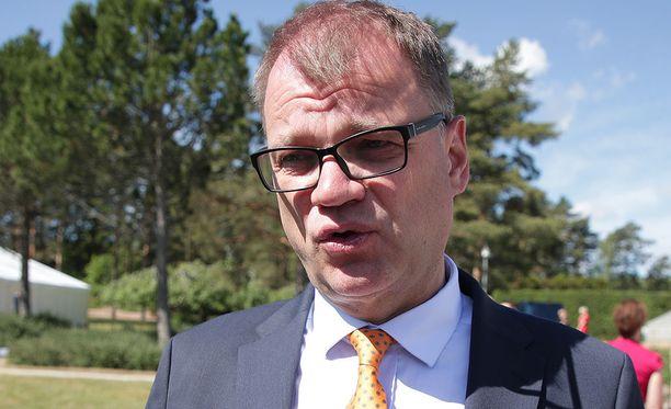 Pääministeri Juha Sipilä vakuuttaa, että omatoimisen työnhaun mallin valmistelussa huomioidaan myös työmarkkinaosapuolten esille tuomat huolet.