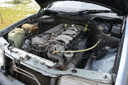 Sama alkuperäinen moottori hyrrää yhä konepellin alla.