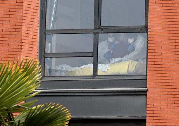 Monte Hermosan vanhainkodissa Madridissa on kuollut ainakin 17 vanhusta koronavirukseen. Syyttäjä on käynnistänyt asiasta rikostutkinnan.
