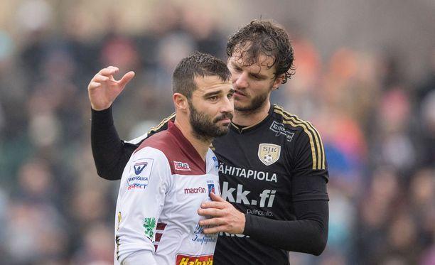 SJK:n Mehmet Hetemaj lohdutti Jaron Alexei Eremenko junioria.