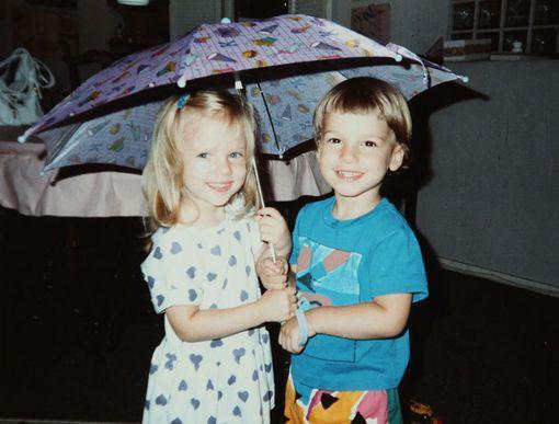 Kaksoset Scarlett ja Hunter Johansson 3-vuotiaina.