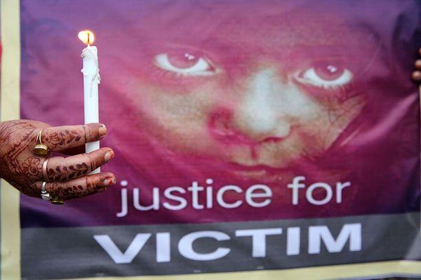 Bhopalissa osoitettiin mieltä heinäkuun alussa seitsenvuotiaan tytön raiskauksen takia.