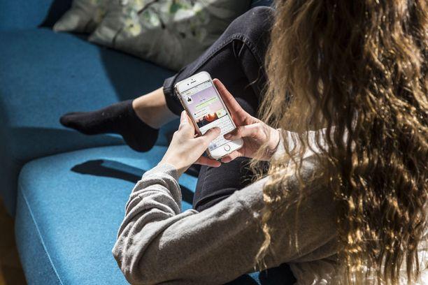 Nuoret käyttävät sosiaalista mediaa pääasiassa puhelimella. Käyttöaikaa nostaa kavereiden kanssa viestittely, joka lasketaan usein some-ajaksi.