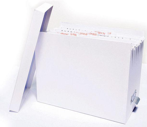 Arkistoinnin ei tarvitse olla tylsää. Varaa paperimapeille ja kansioille oma paikka. Se voi olla laatikko tai kokonainen kaappi. Sängynalus- laatikkokin voi toimia säilytys paikkana mapeille.