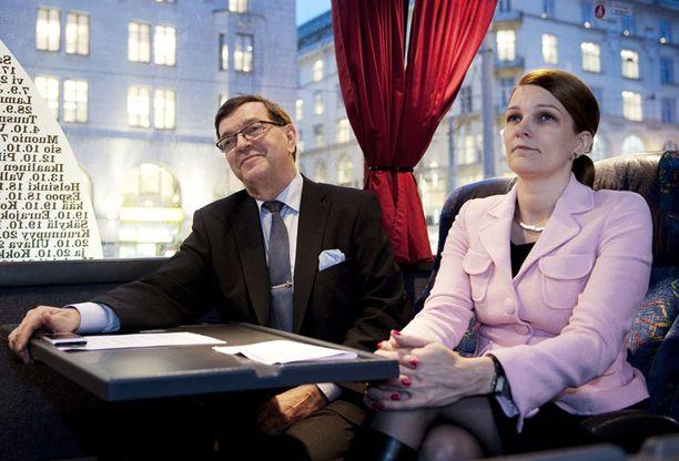 Ja taas mennään. Mari Kiviniemi Vayrysen mukana jälkimmäisen kampanjabussissa 7. joulukuuta.