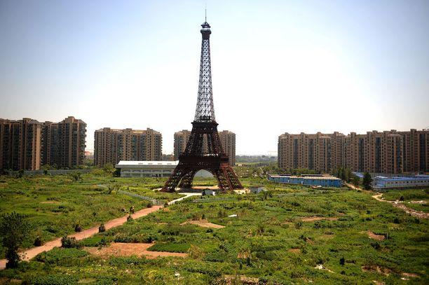 Lähes tyhjilleen jäänyt Pariisi on vain yksi esimerkki Kiinaan kopioiduista länsikaupungeista.