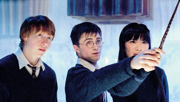Melkein aikuiseksi kasvanut Harry Potter opettaa jo nuorempia.