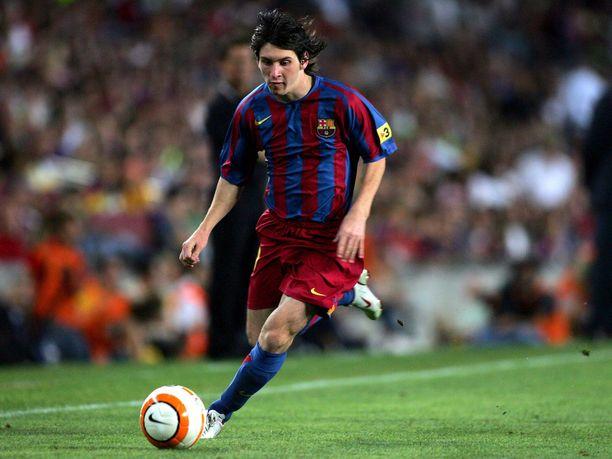 """Lionel Messi on edustanut Barcelonaa ikuisuuden. Kuva vuodelta 2005, jolloin """"kirppu"""" oli 18-vuotias."""