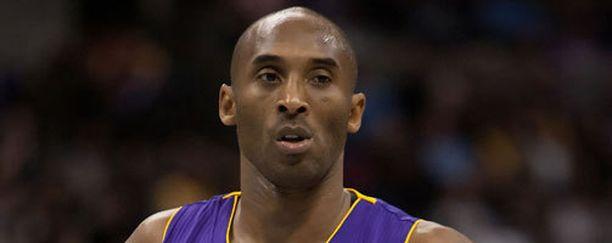 Kobe Bryant pisti lukaalinsa myyntiin.
