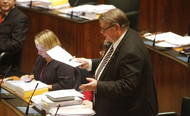 "- Pinnala se ui, totesi Timo Soini ""hallituslaivasta"". Arkistokuva."