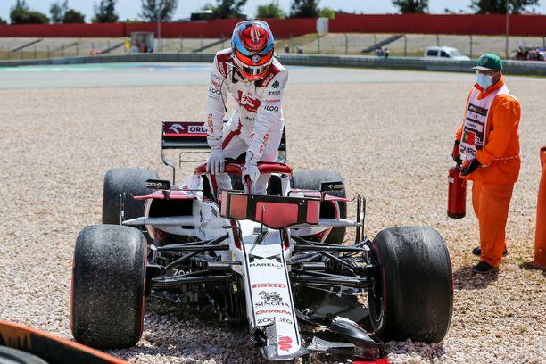 Kimi Räikkösen uran 331. GP-startti päättyi ensimmäisen kierroksen jälkeen.