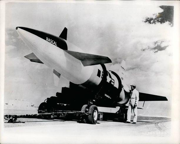 Iskuissa oli tarkoitus käyttää B-47 ja B-52-pommikoneita sekä muun muassa kuvan Rascal-ohjuksia.