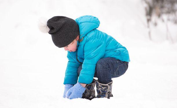 Monien lasten jalat palelevat herkästi pakkaskeleillä.