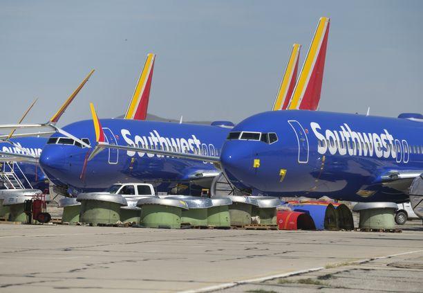 Southwest Airlinesin Boeing 737 Max 8 -koneita parkkeerattuna varastolentokentälle Kaliforniassa.