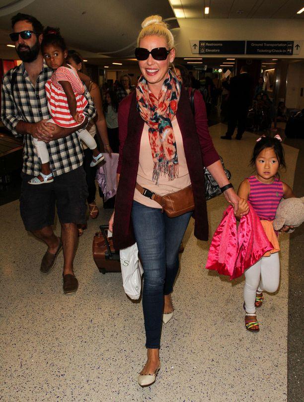 Perhe bongattiin Los Angelesissa lentokentällä vuosi sitten elokuussa.