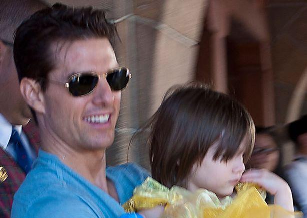 Tom Cruise sylissään tytär Suri Cruise.