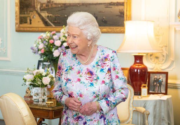 Avustava keittiömestari pääsee kokkaamaan kuningatar Elisabetille.