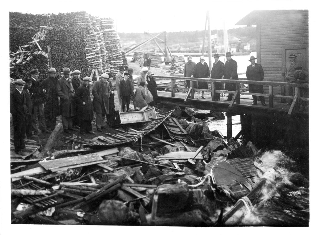 Syysmyrskyssä vuonna 1929 haaksirikkoutuneen Höyrylaiva Kurun matkustajista arviolta 136–140 sai surmansa.