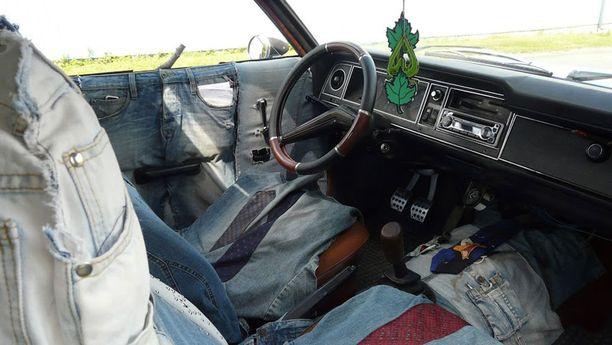 Autosta löytyy myös uniikki farkkusisusta.