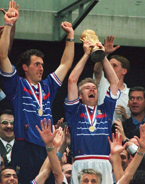 Didier Deschamps nosti 20 vuotta sitten MM-pystin ilmaan Ranskan mestaruuden merkiksi