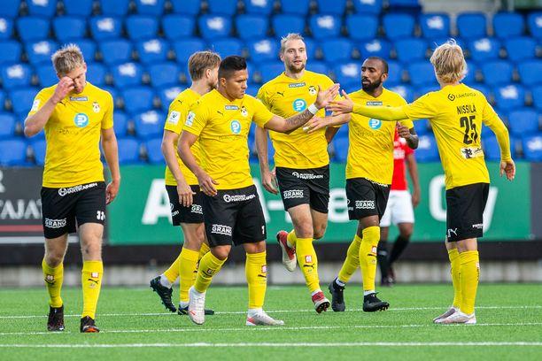KuPSin tappiottomien otteluiden putki Suomen pääsarjassa kasvoi kymmeneen.