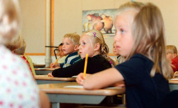 Venäjän kulttuuriministeri haluaisi pidentää lasten koulupäiviä.
