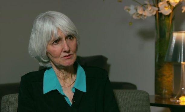 Sue Klebold on kirjoittanut kirjan, joka kertoo kouluampumisesta tekijän äidin näkökulmasta. Kirjan tuotot menevät mielenterveystutkimuksen tukemiseen.