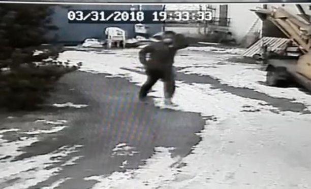 Poliisi etsii kuvassa näkyvää henkilöä Porissa.
