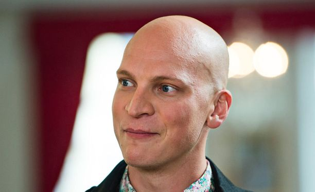 Riku Nieminen ei tarvitse kaljuperuukkia.