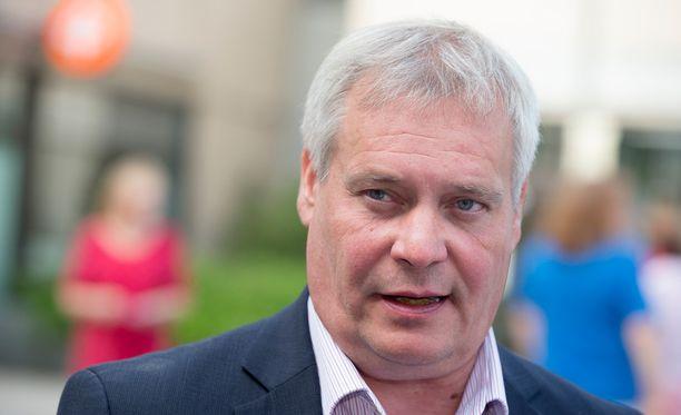 SDP:n puheenjohtaja Antti Rinne ei ole tyytyväinen hallituksen työelämän kiristyspakettiin.