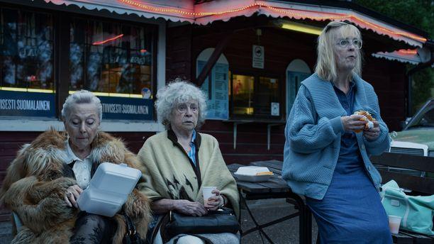 Elokuvan tähdet: Seela Sella, Saara Pakkasvirta ja Leena Uotila.