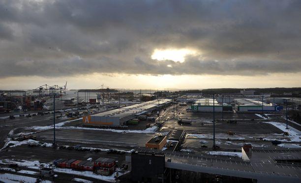 Satamien pitäisi aloittaa toimintansa taas aamulla. Kuva Vuosaaren satamasta vuodelta 2008.