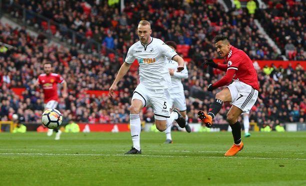 Alexis Sánchez laukoi Manchester Unitedin 2-0-johtoon lauantaina.