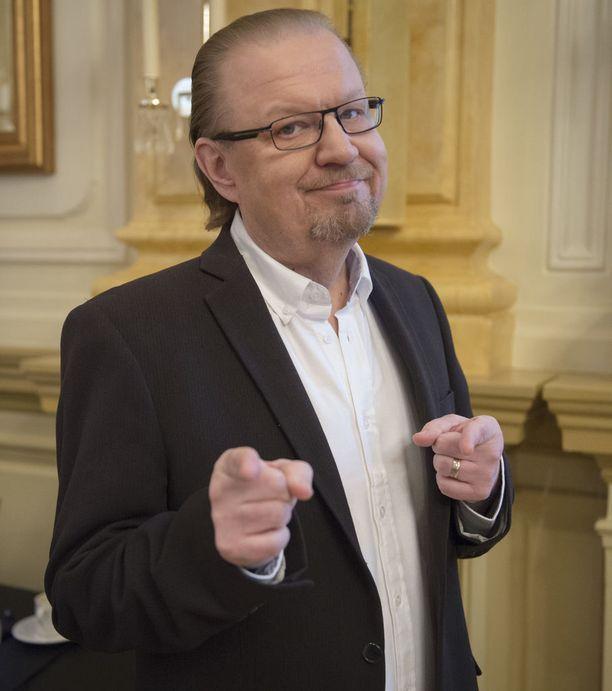 Jope Ruonansuu jakaa samat paheet, kuten moni suomalainenkin. Olutta ja makkaraa kuluu.