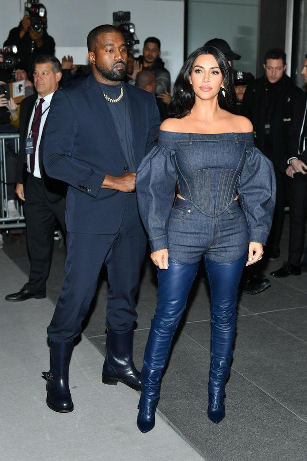 Kanye West ja Kim Kardashian ovat olleet kohun keskellä Kanyen tuoreiden kommenttien vuoksi.
