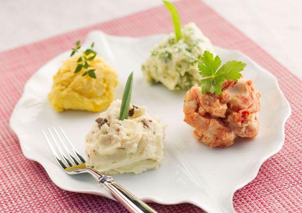 Neljä erilaista muusia: tomaattipyreellä, suppilovahveroilla, rucolalla ja sahramilla höystettyä.