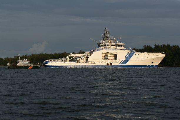 Uponnut alus on Suomenlahden merivartioston vartiolaiva Turvan partiovene. Onnettomuustutkintaa johtavan Risto Haimilan mukaan kyseessä on täysin ainutlaatuinen alustyyppi, eikä toista samanlaista venettä tiettävästi ole.