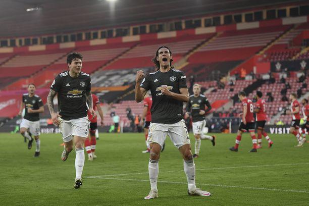 Edinson Cavani iski kaksi maalia Southamptonin verkkoon.